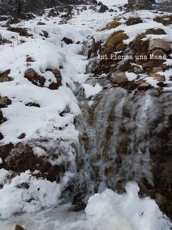 cascada-hielo-embalse-yeso