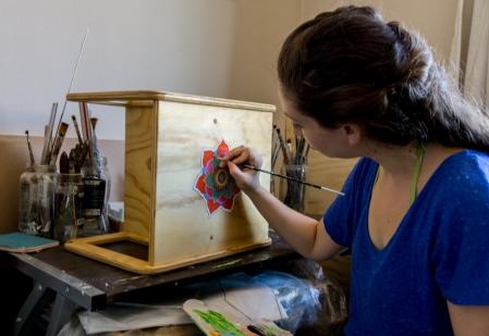 belen-pintando-artesana